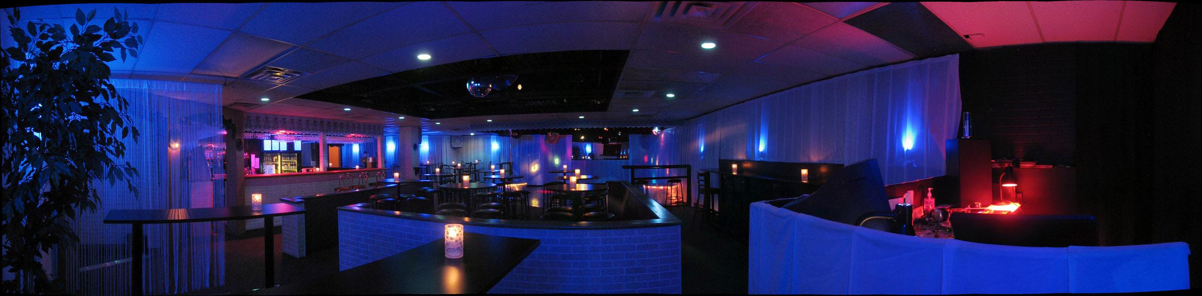 Photos des tables et la piste de dance du Club La Rumeur